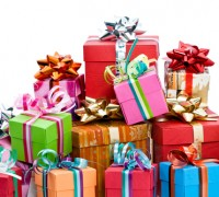 Grabbelen naar cadeau's bij zijdendekbed